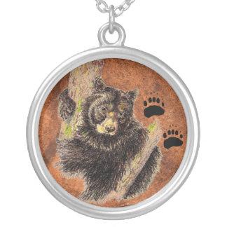 ツキノワグマ及びトラック-動物-自然 シルバープレートネックレス