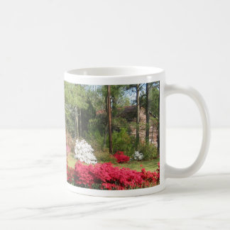 ツツジおよび納屋 コーヒーマグカップ