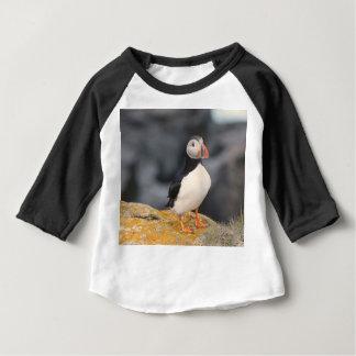 ツノメドリが付いているTシャツ ベビーTシャツ