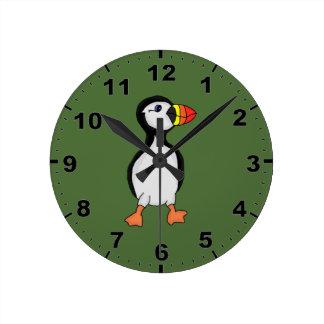 ツノメドリのデザインの柱時計 ラウンド壁時計