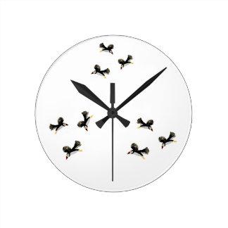 ツノメドリの鳥の芸術 ラウンド壁時計