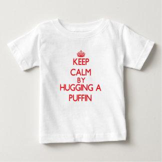 ツノメドリを抱き締めることによって平静を保って下さい ベビーTシャツ