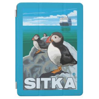 ツノメドリ及び遊航船- Sitka、アラスカ iPad Air カバー