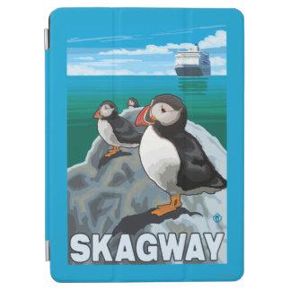 ツノメドリ及び遊航船- Skagway、アラスカ iPad Air カバー