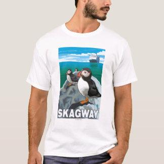 ツノメドリ及び遊航船- Skagway、アラスカ Tシャツ