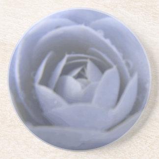 ツバキによって凍っていられている美しいの花のコースター コースター