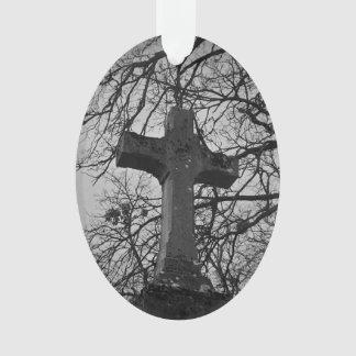 ツリーブランチによって保護される墓地の重要な十字 オーナメント