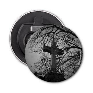 ツリーブランチによって保護される墓地の重要な十字 栓抜き