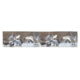 ツンドラ白鳥の鳥の野性生物動物のテーブルのランナー ショートテーブルランナー