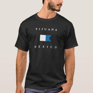 ティフアナメキシコのアルファ飛び込みの旗 Tシャツ
