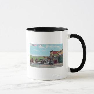 ティフアナ場面のために出発している観光客 マグカップ