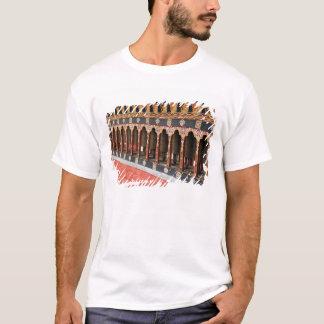 ティンプーの中央広場のマニ車 Tシャツ
