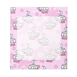 ティーカップおよび花のピンクパターン ノートパッド