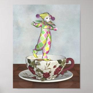 ティーカップでバランスをとるPierrotのピエロの人形 ポスター
