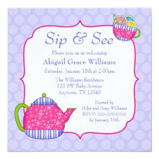 ティーカップの紫色の水玉模様の一口を開花し、見て下さい カード