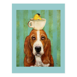 ティーカップの郵便はがきのgoldfinchを持つバセットハウンド ポストカード