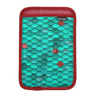 ティール(緑がかった色)のきらめくおよびルビーの魚スケールパターン iPad MINIスリーブ