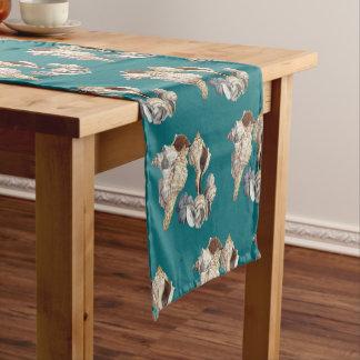 ティール(緑がかった色)の大きい貝殻パターンテーブルのランナーの布 ショートテーブルランナー