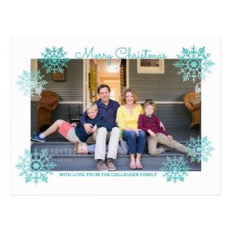 ティール(緑がかった色)の揺らめくシックな雪片の休日の写真 ポストカード