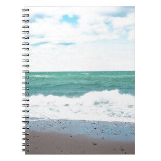 ティール(緑がかった色)の海、砂浜 ノートブック