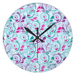 ティール(緑がかった色)の紫色のピンクの花の華麗さは青で渦巻きます ラージ壁時計