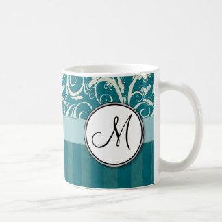 ティール(緑がかった色)の花の小束のクリームはモノグラムと及び縞で飾ります コーヒーマグカップ