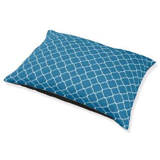 ティール(緑がかった色)の青および白いクローバー ペットベッド