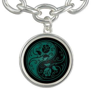 ティール(緑がかった色)の青および黒い陰陽のバラ チャームブレス