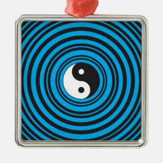 ティール(緑がかった色)の青の円との陰陽のTaijituの記号 メタルオーナメント