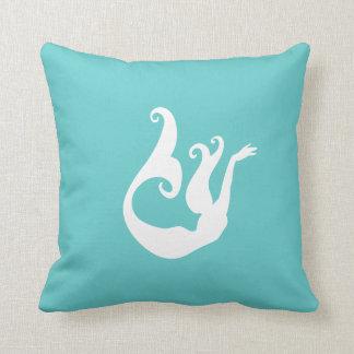 ティール(緑がかった色)の青の枕の人魚の白 クッション