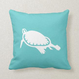 ティール(緑がかった色)の青の枕の白海のカメ クッション