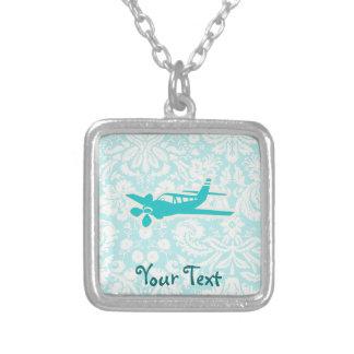ティール(緑がかった色)の飛行機 シルバープレートネックレス