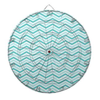 ティール(緑がかった色)、ロビン卵の青、および白いシェブロンは縞で飾ります ダーツボード
