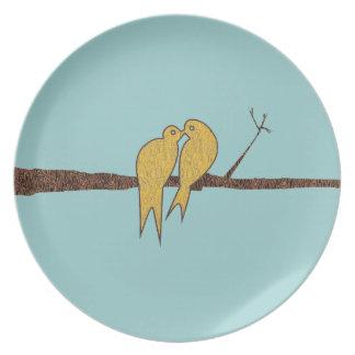 ティール(緑がかった色)木に坐っているかわいくキスをするな愛鳥 プレート