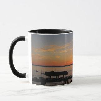 テイラーの通りの波止場の日没 マグカップ