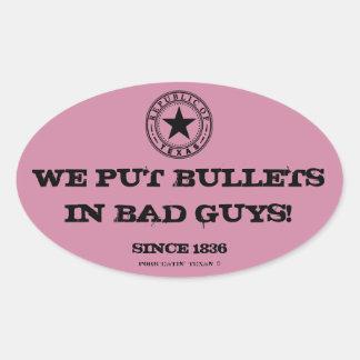 テキサス人は撃ちます悪者を… 私達はヤンキーではないです。 (ピンク) 楕円形シール