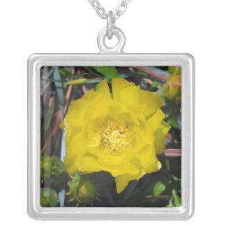 テキサス州の黄色バラ シルバープレートネックレス