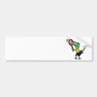 テニスの漫画を遊んでいる紫外線おもしろいなTレックスの恐竜 バンパーステッカー