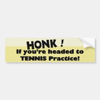 テニスの練習にあなたは先頭に立たれたら警笛を鳴らして下さい バンパーステッカー