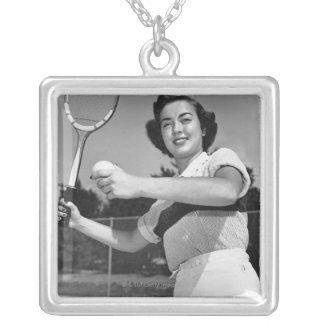 テニス3を遊んでいる女性 シルバープレートネックレス