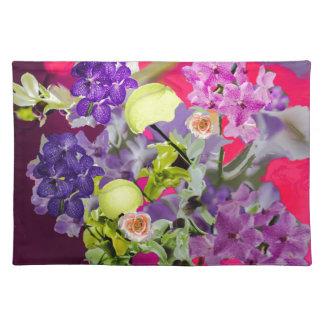 テニス・ボールが付いている蘭の花束 ランチョンマット
