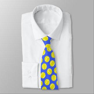 テニス・ボールラケットは黄色および青のタイを遊ばします ネクタイ