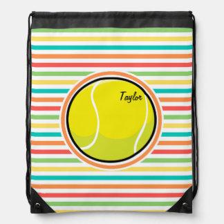 テニス・ボール; 明るい虹は縞で飾ります ナップサック