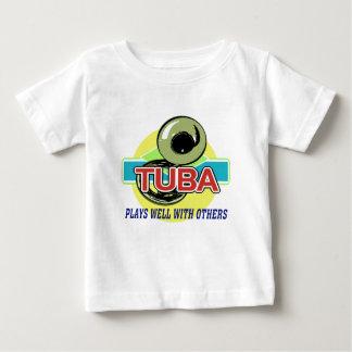 テューバはよく遊びます ベビーTシャツ
