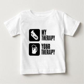 テューバは私のセラピーです ベビーTシャツ