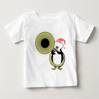 テューバを持つベビーのペンギン ベビーTシャツ