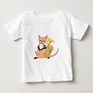 テューバを遊んでいる猫 ベビーTシャツ