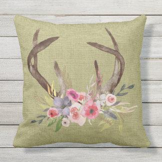 テラスの枕シカの(雄ジカの)枝角および野生の花のデザイン クッション