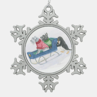 テリアのそりの乗車 スノーフレークピューターオーナメント