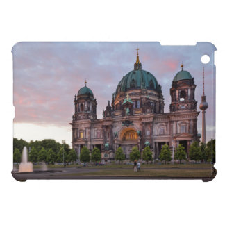 テレビのタワーおよびLustgarのベルリンのカテドラル iPad Mini Case
